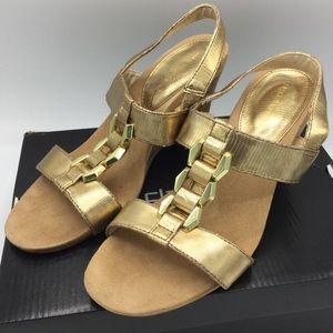 Liz Claiborne Wedge slip on Sandals Gold SZ 8M